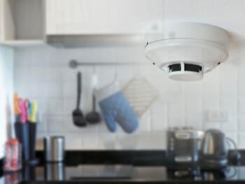 détecteur-fumée-cuisine-mal-positionné-règle-loi-législation